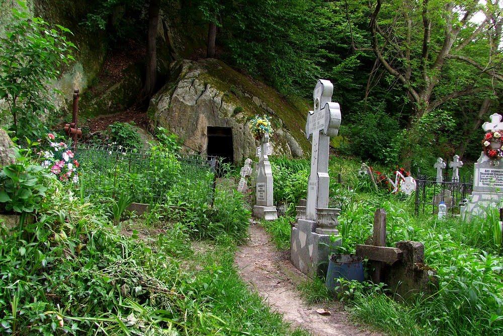 Bisericile rupestre din Muntii Buzaului 1