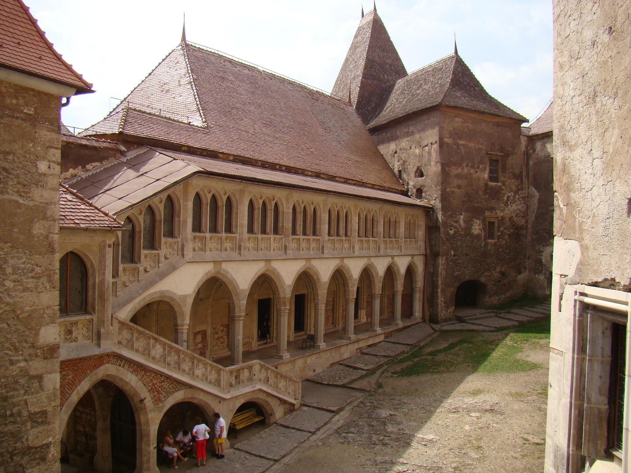 Castelul Corvinilor 2