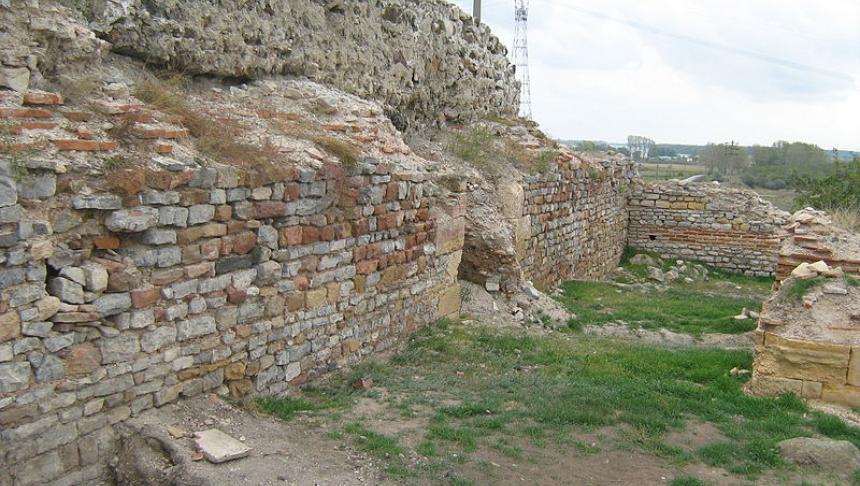 Fortareata medievala de la Enisala 2