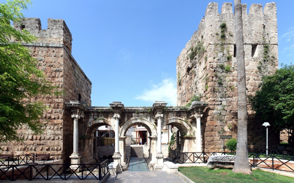 Poarta-lui-Hadrian1