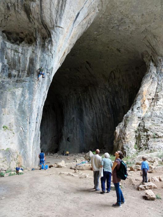 Peștera de la Karlukovo, 1