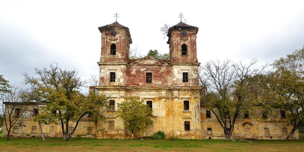 cetatea-aradului-biserica-franciscana-vedere-frontala