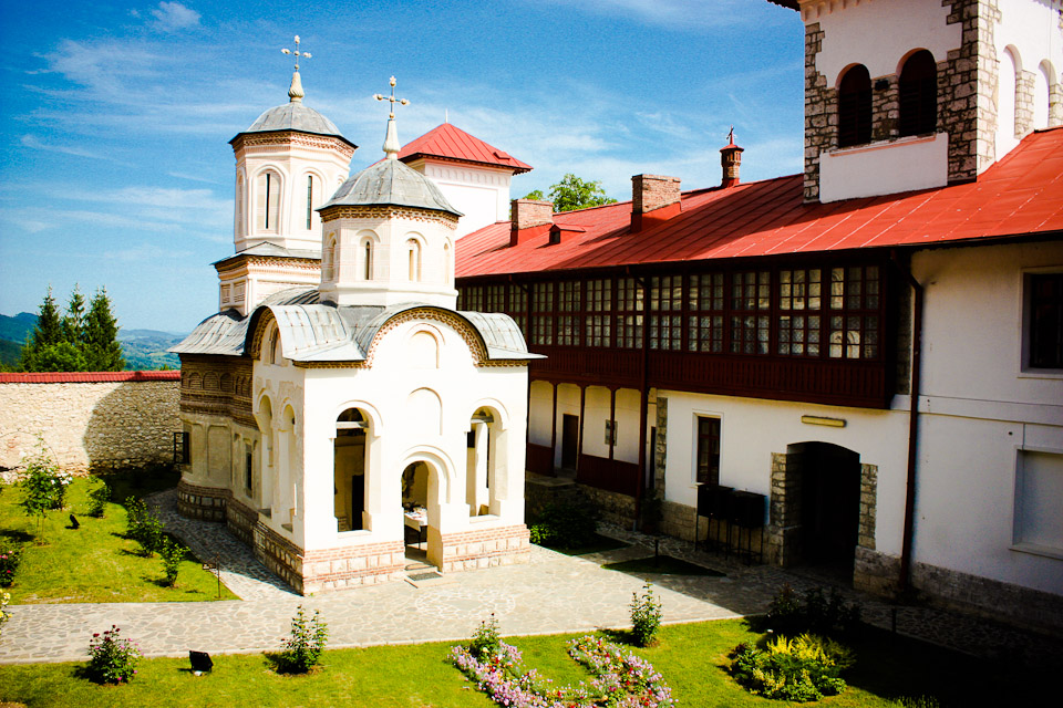 Mănăstirea Arnota 1