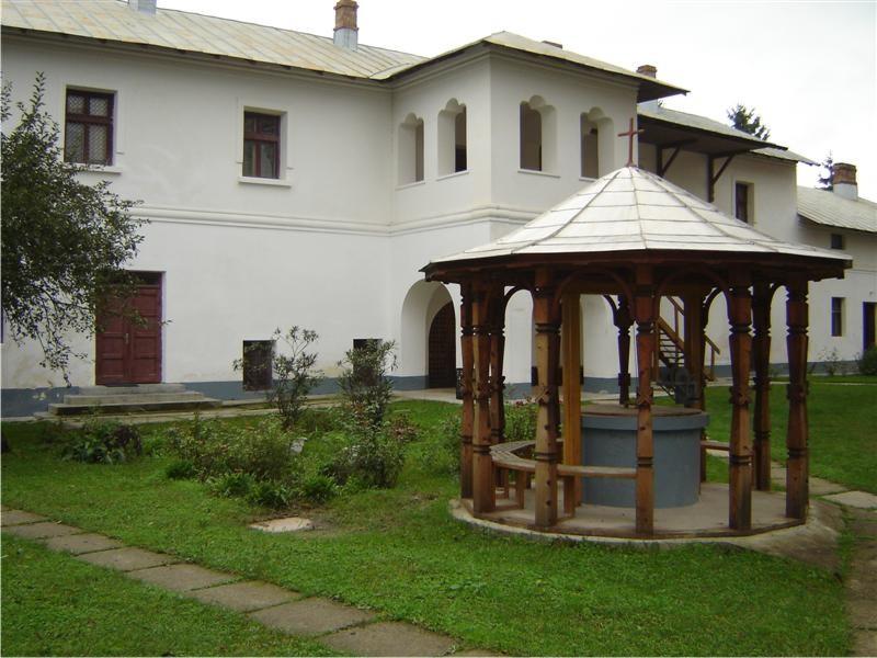 Mănăstirea Gura Motrului 1