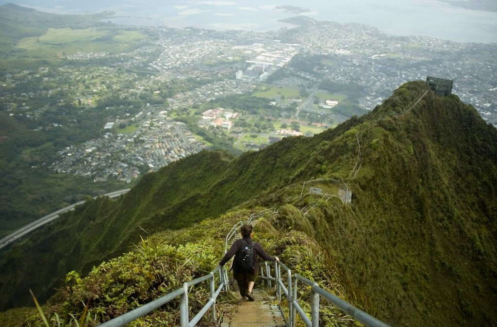 the-stairway-to-heaven-also-known-as-the-haiku-stairs-provides-the-most-stunning-views-of-oahu-hawaii-the-us-military-built-the-3922-step-hike-during-world-war-ii-so-soldiers-could-access-a-ra