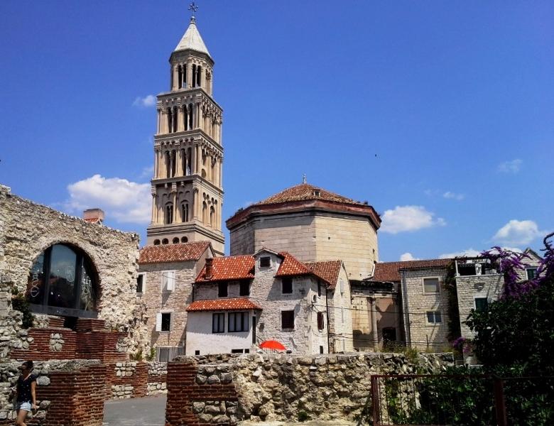 Peristilul Palatului Diocletian din Split