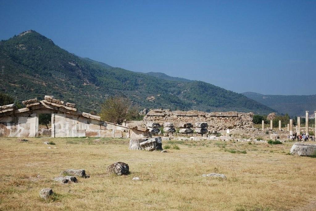 magnesia-ruins (3)