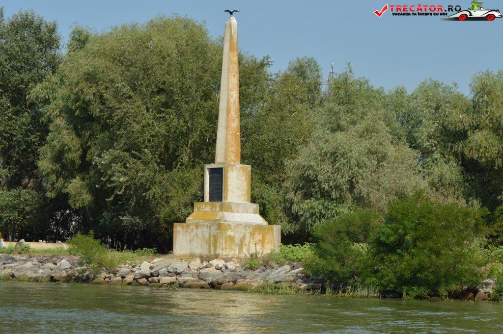 Obeliscul din localitatea Crisan 11
