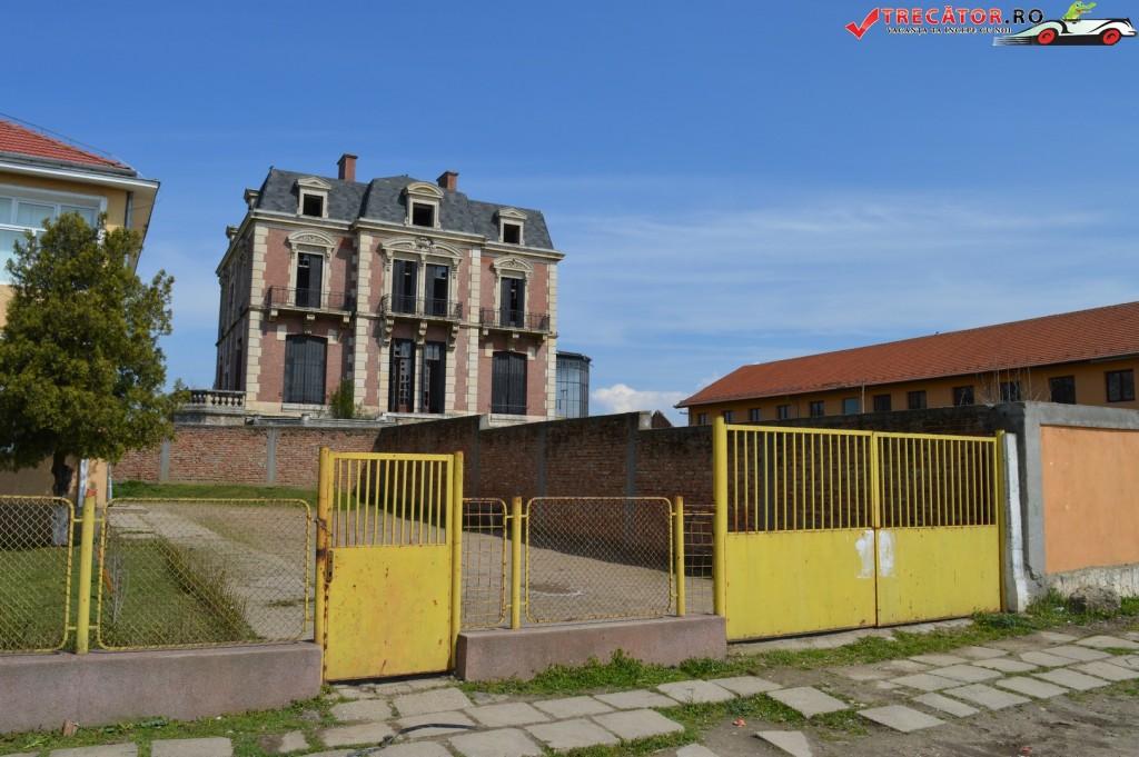 Palatul neoclasic Gh. Plesa 2