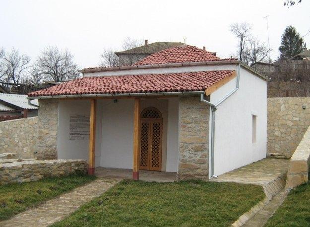 Turbeaua-lui-Sari-Saltuk-din-Babadag