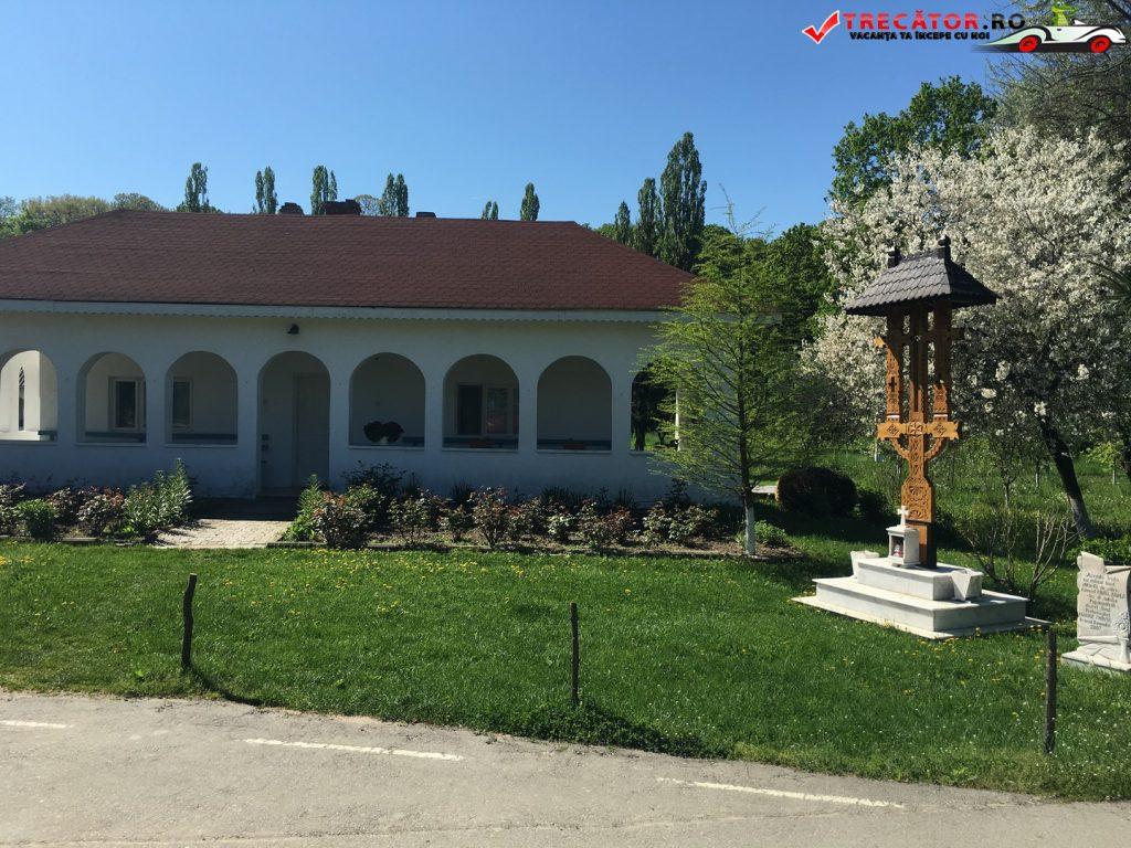 Mănăstirea Sf. Calinic din Popâzăleşti 1