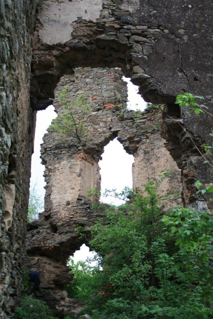 Ruinele Cetăţii Colţ 1