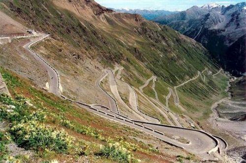 worlds-scariest-roads-640-03