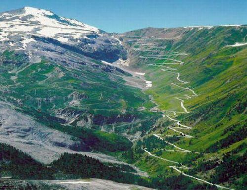 worlds-scariest-roads-640-04