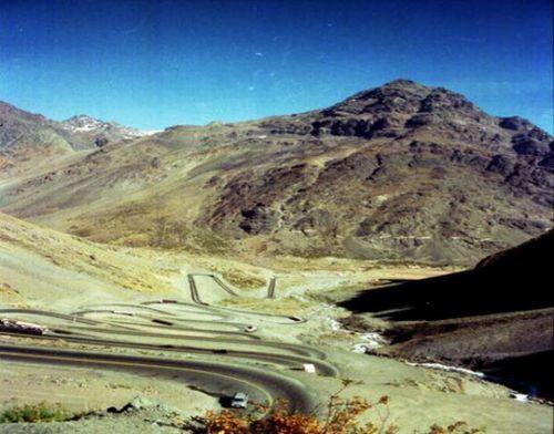 worlds-scariest-roads-640-07
