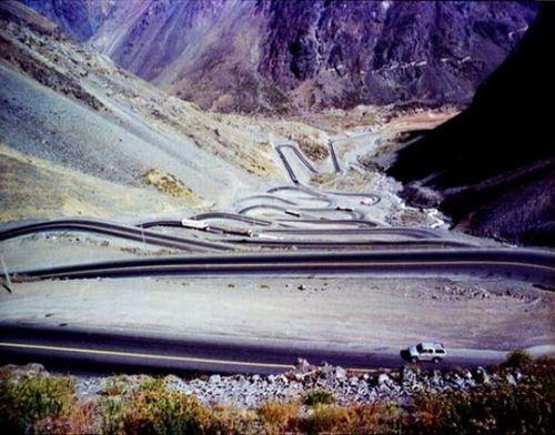 worlds-scariest-roads-640-08