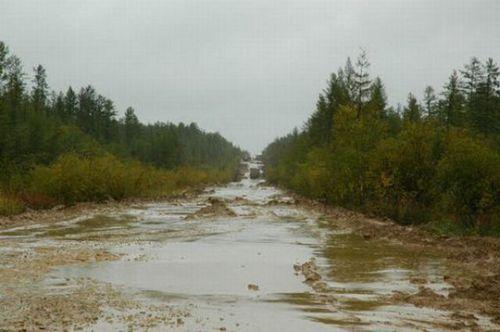 worlds-scariest-roads-640-09