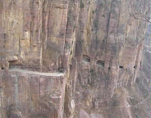 worlds-scariest-roads-640-14