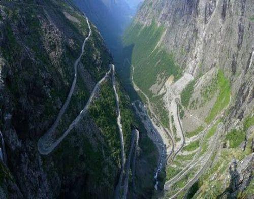 worlds-scariest-roads-640-23