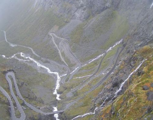 worlds-scariest-roads-640-23a