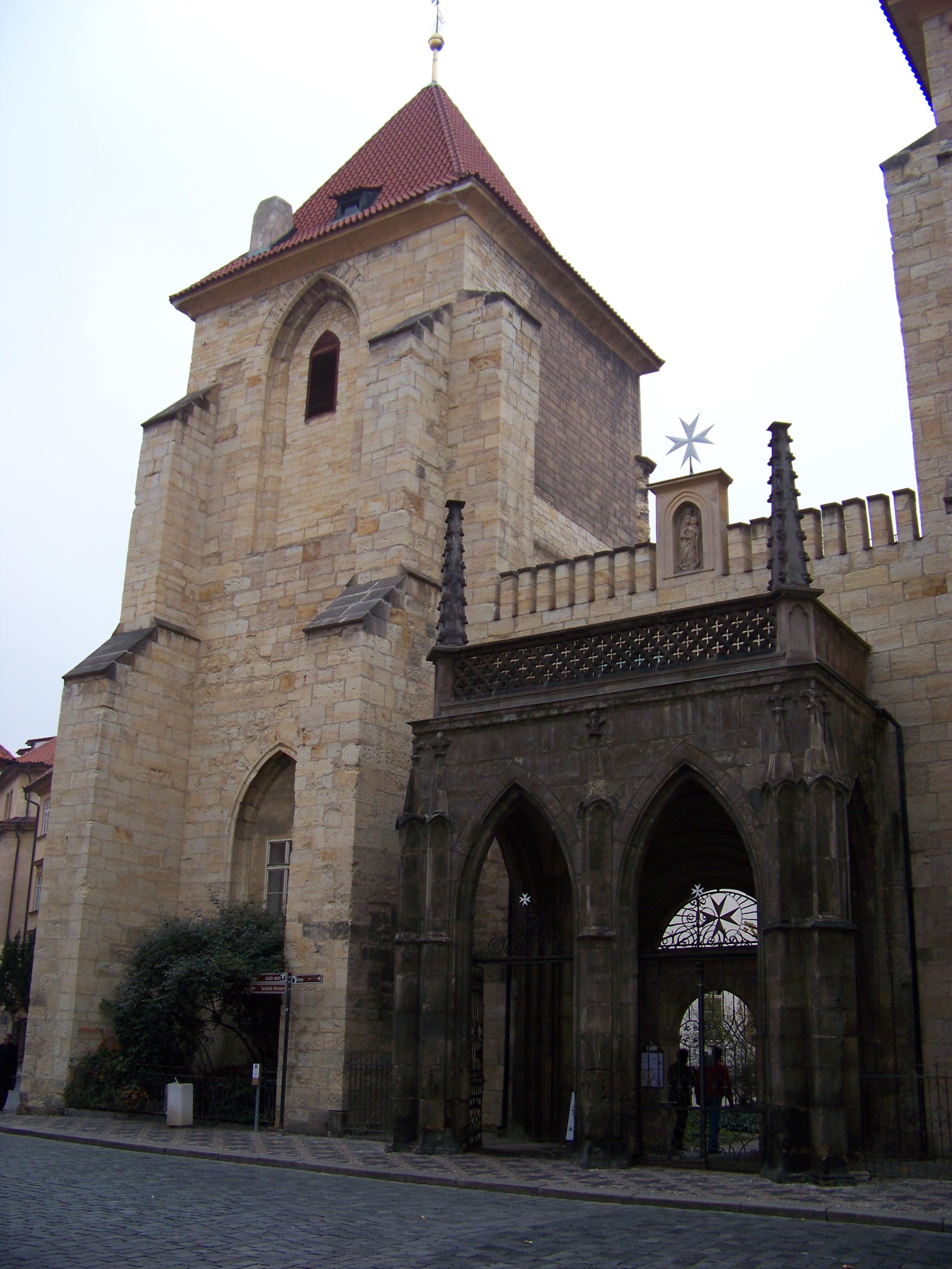 biserica-maicii-domnului-in-lanturi-1