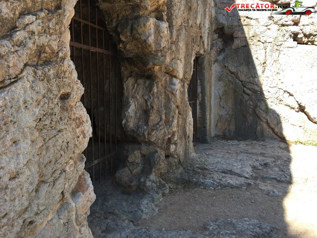 inchisoarea-lui-socrate-atena-grecia-12
