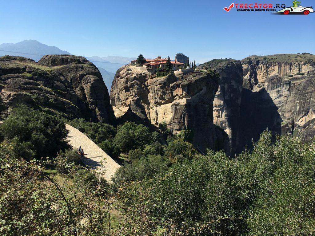 manastirea-sfanta-treime-meteora-grecia-02