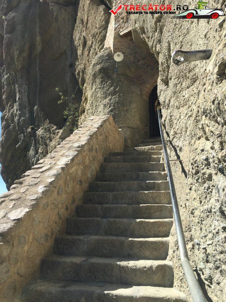 manastirea-sfanta-treime-meteora-grecia-13